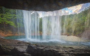 Heart stripping waterfalls in meghalaya