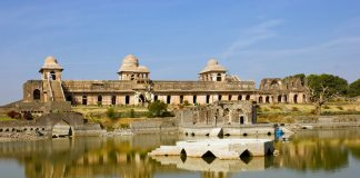 jahaz mahal Ship Like Mahal of Mandu