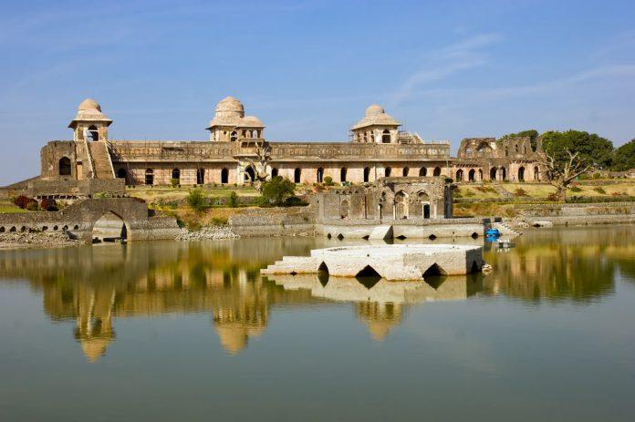jahaz mahal Ship Like Mahal of Mandu