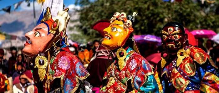 Chhams performed by Llamas